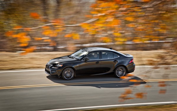 2014-Lexus-IS-350-Sport-side-in-motion